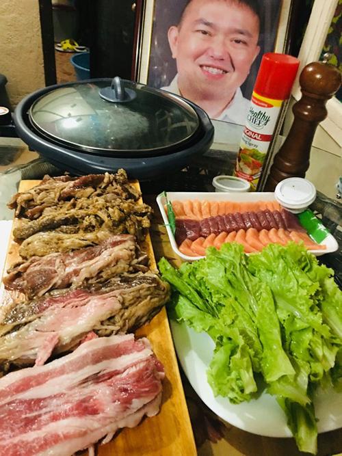Những món ăn do Alyssa chuẩn bị cho mẹ trong kỷ niệm ngày cưới theo hướng dẫn của bố. Ảnh: Facebook.