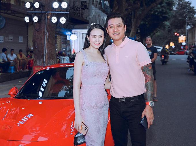 Vợ chồng Tuấn Hưng hôm khai trương cơ sở kinh doanh mới hồi đầu tháng 6/2020.