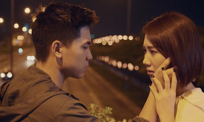 Thúy Ngân có chuyện tình chị em với Gia Huy trong phim.