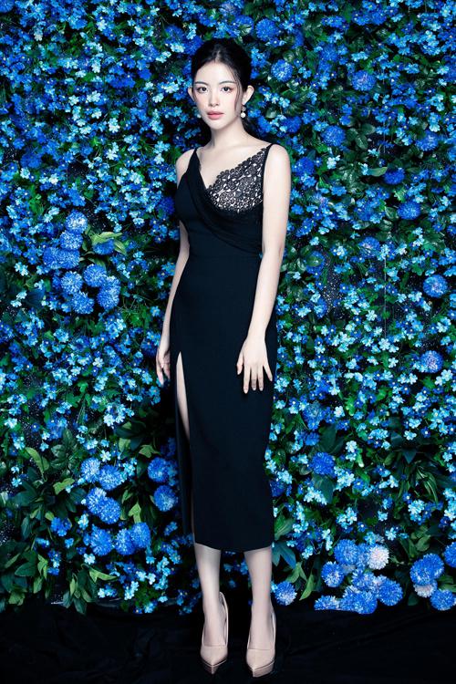 Bộ ảnh được thực hiện với sự hỗ trợ của Mr.AT, stylist Kye Nguyễn, trang điểm Quí Đoàn, người mẫuKinBoo Hạ.