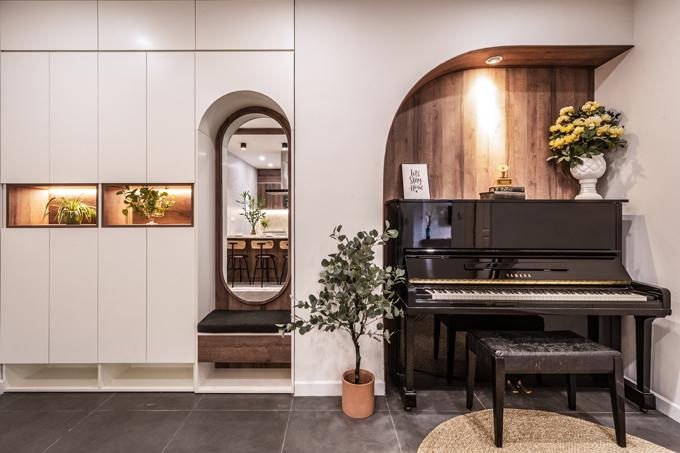 Một góc nhà được đặt đàn piano để gia chủ giải trí lúc rảnh rỗi.
