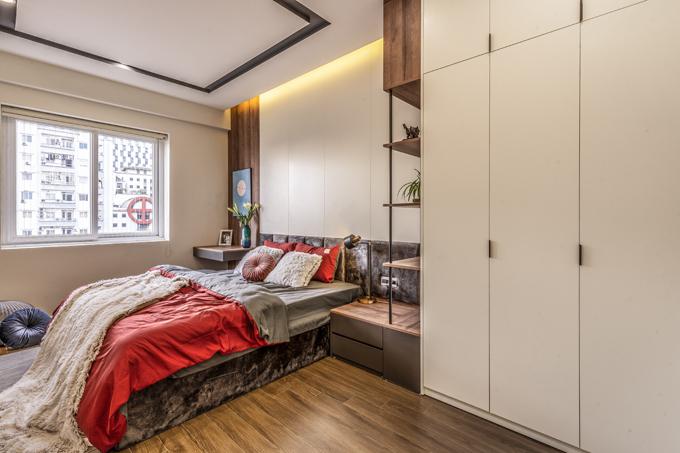 Nội thất tông trắng giúp căn hộ trở nên thoáng, rộng rãi hơn.