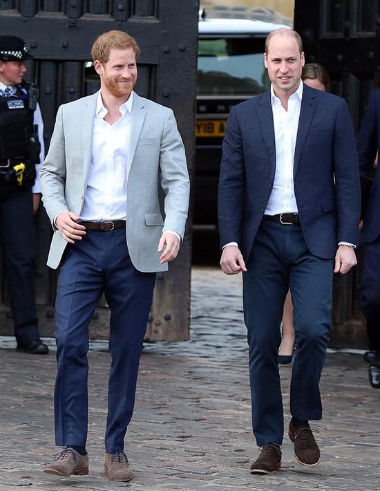 Hoàng tử Harry và William trước khi xảy ra mâu thuẫn. Ảnh: GC Image.