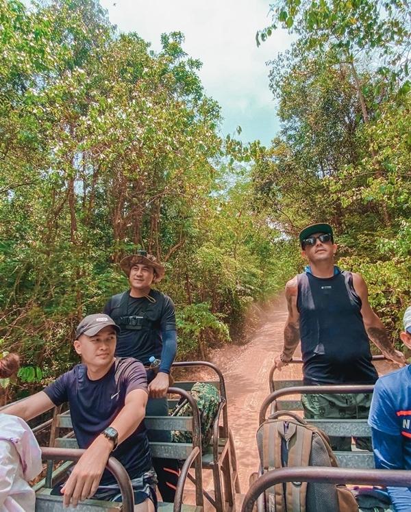 Băng Di và bạn trai doanh nhântrekking rừng Nam Cát Tiên - 11