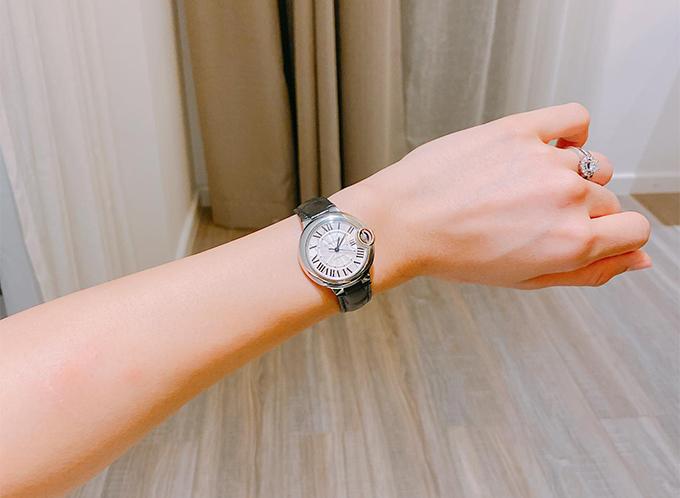 Đồng hồ hàng hiệu do chồng tặng của Phương Mai.