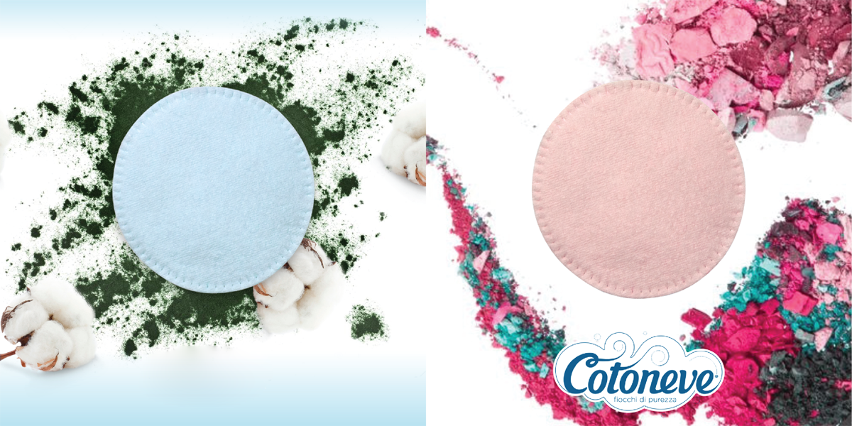 Miếng bông tẩy trang ban đầu có màu xanh hoặc hồng sẽ nhạt dần thành màu trắng khi dưỡng chất được giải phóng.