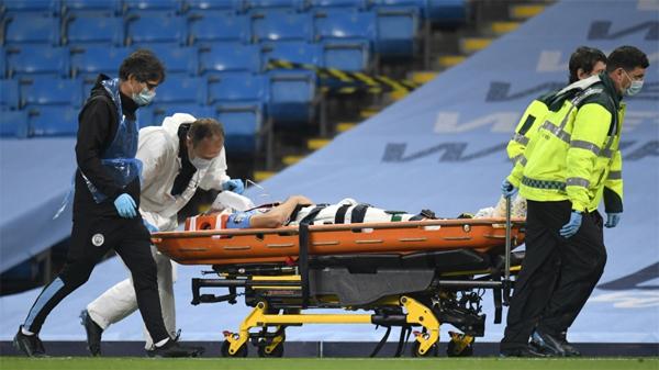 Sau khi được cáng ra ngoài sân, Eric Garcia được đưa tới bệnh viện kiểm tra. The Sun cho biết, chi tiết chấn thương của Garcia và tình hình sức khỏe hiện tại của hậu vệ 19 tuổi sẽ được CLB thông báo vào hôm nay 18/6.