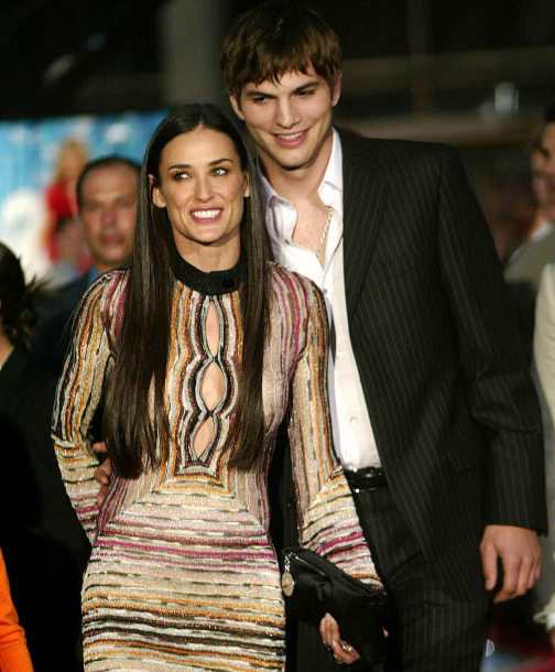 Trong cuộc hôn nhân với Ashton Kutcher, Demi Moore đã chấp nhận sex tập thể để làm hài lòng người chồng trẻ hơn 10 tuổi. Tôi muốn thể hiện cho anh ấy thấy mình thú vị và tuyệt vời đến mức nào, Demi viết trong cuốn hồi ký Inside Out phát hành năm ngoái. Tuy nhiên sau này nhìn lại, minh tinh Oan hồn nhận ra rằng đó là một sai lầm lớn. Demi cho biết Ashton đã viện vào chuyện đó để biện minh cho việc ngoại tình của anh. Sau hai lần phát hiện chồng dan díu với người phụ nữ khác, Demi đã đệ đơn ly hôn năm 2011 và rơi vào trầm cảm một thời gian dài.