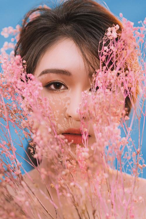 Bộ ảnh được thực hiện bởi nhiếp ảnh: Tan Trong Luong, người mẫu: Nguyễn Ngọc Phương Quỳnh, trang điểm: Nguyễn Hoàng Lin, làm tóc: Pé Heo Accesorie.