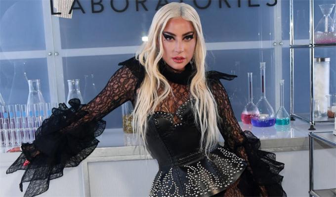 Lady Gaga không giấu chuyện từng ân ái tập thể nhưng cô từ chối đề cập sâu vào trải nghiệm thời trẻ. Nữ ca sĩ chia sẻ trên radio show Mojo in the Morning: Đúng, tôi nghĩ là tôi đã có. Tôi không muốn tiết lộ quá nhiều. Tôi chỉ có thể nói sự thực.