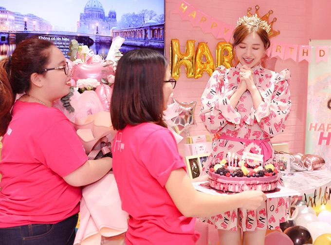 Sang tuổi 35, nữ ca sĩ mong tiếp tục gặt hái thêm nhiều thành công trong lĩnh vực âm nhạc và cuộc sống gia đình luôn ấm êm, hạnh phúc như hiện tại.