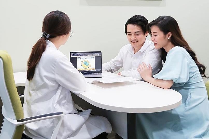 Vợ chồng Đông Nhi thường xuyên khám thai.