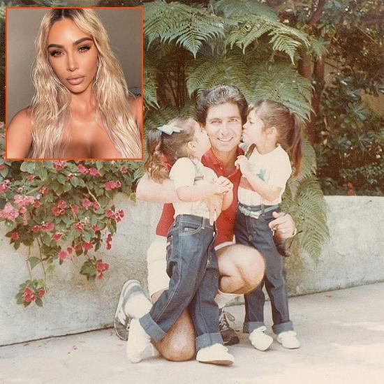 Kim Kardashian chia sẻ khoảnh khắc ngày nhỏ trong vòng tay cha. Bố cô - luật sư Robert Kardashian - đã qua đời nhiều năm. Cô nhắn nhủ bố nơi thiên đường: Con ước bố ở đây để chúng ta mừng Fathers Day cùng nhau xiết bao! Con xin gửi lời chúc mừng đến người cha tuyệt vời nhất thế gian!.