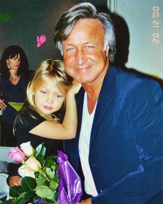 Siêu mẫu Gigi Hadid thuở nhỏ xinh xắn bên bố - doanh nhân bất động sản Mohamed Hadid.