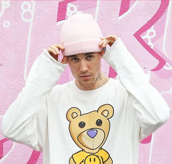 Justin Bieber bất ngờ bị cáo buộc quấy rối tình dục.