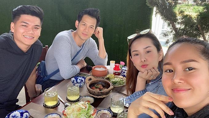 Vợ chồng Lê Phương và diễn viên Thanh Thức check in khi có mặt tại Lâm Đồng.