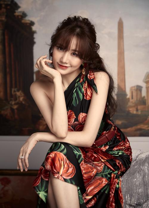 Nữ ca sĩ được nhiều người khen ngày càng xinh đẹp, gợi cảm.