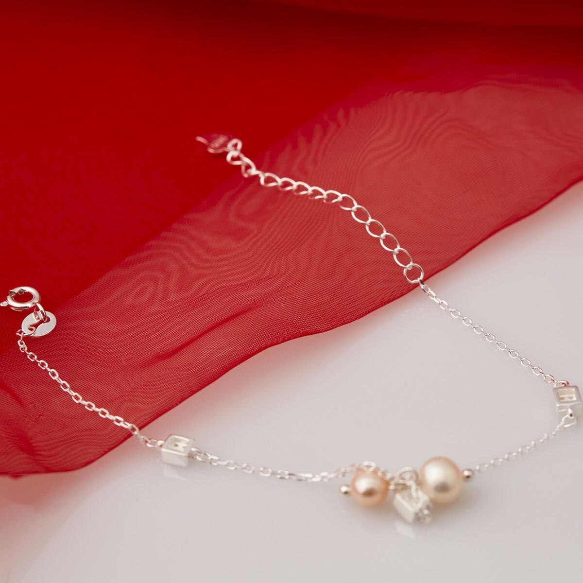 Lắc bạc đính ngọc trai - Opal - BT5-05 giá gốc 550.000 đồng, giảm 40% còn 330.000 đồng; độ dài lắc tay 16 - 18 cm; thiết kế hiện đại và trẻ trung, là lựa chọn phù hợp cho những cô nàng thích sự đơn giản, có thể kết hợp nhiều phong cách khác nhau.
