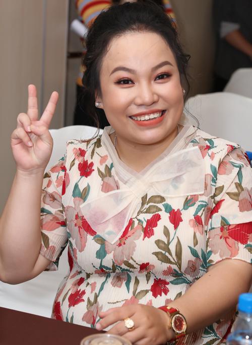 Diễn viên Lê Trang tiếp tục chọc cười người xem với vai chị lao công phốp pháp, nhiều chuyện.