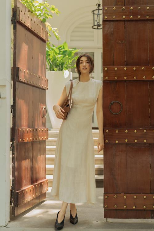 Song song với các mẫu trang phục lấy cảm hứng từ kiến trúc Hy Lạp, Lâm Gia Khang còn giới thiệu thêm các mẫu váy áo tối giản ở bộ sưu tập hè 2020.