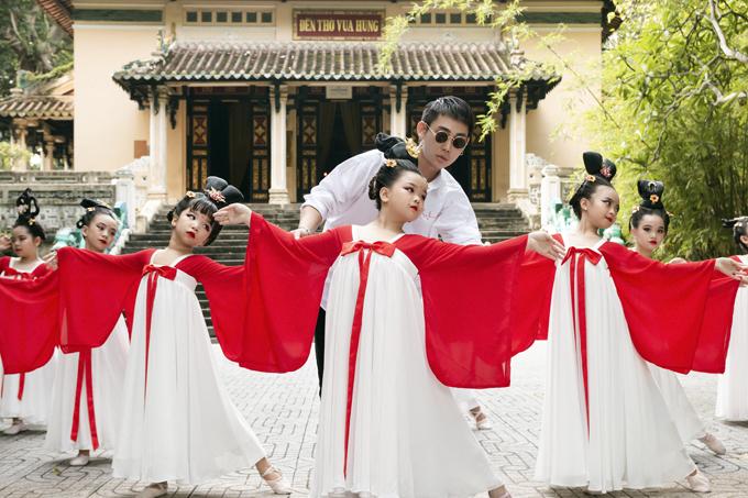 Học sinh tiểu học múa Song Diện Yến Tuân - 4