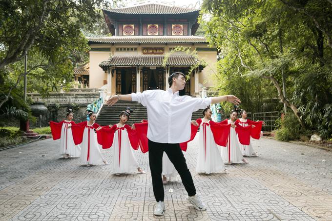 Học sinh tiểu học múa Song Diện Yến Tuân - 6