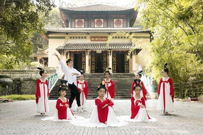 Học sinh tiểu học múa Song Diện Yến Tuân - 10