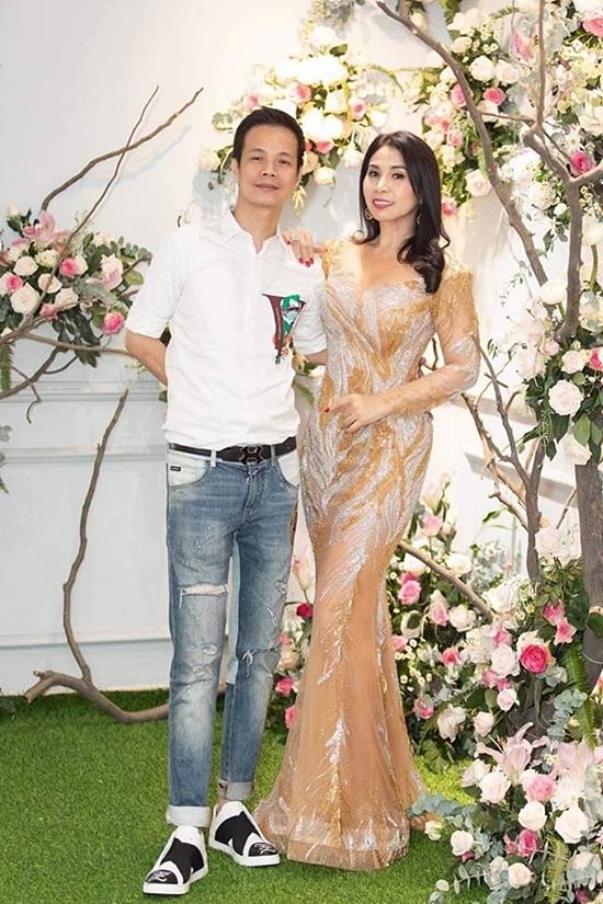 Ở tuổi 43, Lý Hương không tham gia nhiều hoạt động showbiz, chỉ thỉnh thoảng đi hát hoặc dự sự kiện vì mối quan hệ thân thiết. Trong ảnh, cô chụp ảnh cùng nhà thiết kế Hoàng Hải. Ngoài ra, nữ diễn viên chủ yếu kinh doanh và có nhiều hoạt động thiện nguyện.