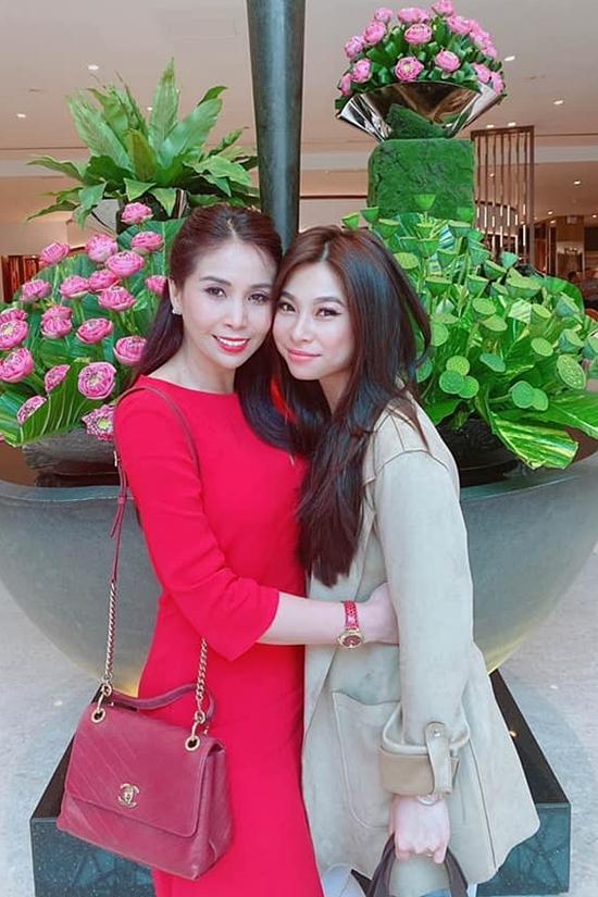 Sang Mỹ, Lý Hương dành thời gian chăm sóc con gái -