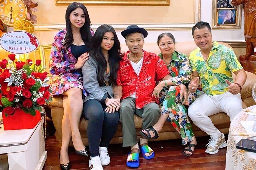 Cuối tháng 2/2020, Lý Hương thực hiện được ước mơ đưa con gái về Việt Nam mừng sinh nhật ông ngoại. Năm nay gia đình rất vui khi có các cháu khắp các nước trở về dự sinh nhật ông tại nhà.Con gái kinh chúc ba thật nhiều sức khỏe và sống lâu trăm tuổi với con cháu, cô bày tỏ.