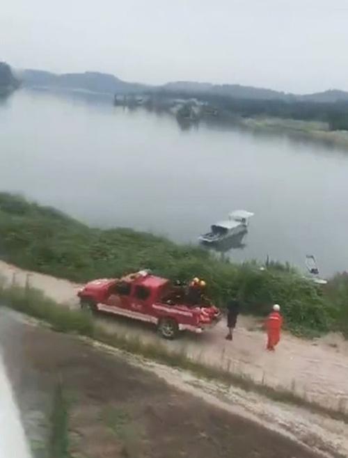Đoạn sông Phù Giang, giáp tỉnh Tứ Xuyên, nơi 8 học sinh chết đuối hôm 21/6. Ảnh: Twitter.