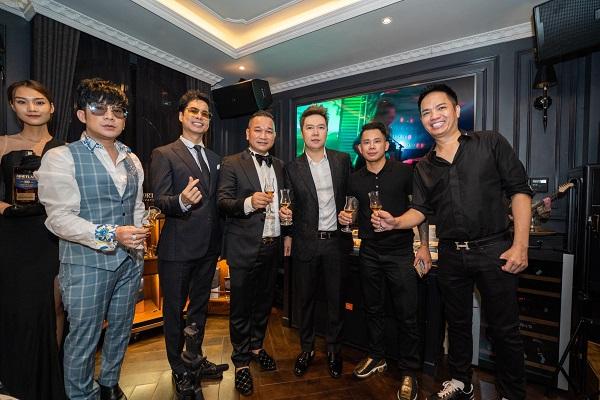Sự kiện cũng có sự góp mặt của nhiều doanh nhân thành đạt và ca sĩ nổi tiếng nhưdanh ca Ngọc Sơn, Lê Hiếu, Lê Bảo Bình...