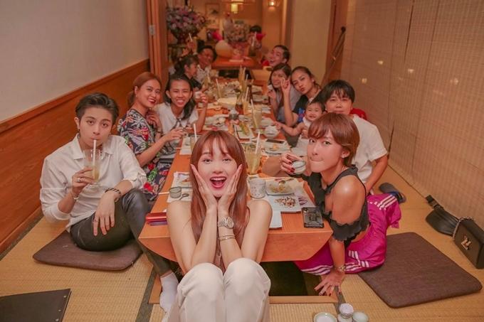 Tối 22/6, diễn viên - ca sĩ - nhà sản xuất phim Minh Hằng tổ chức tiệc sinh nhật cùng nhóm bạn thân tại TP HCM.