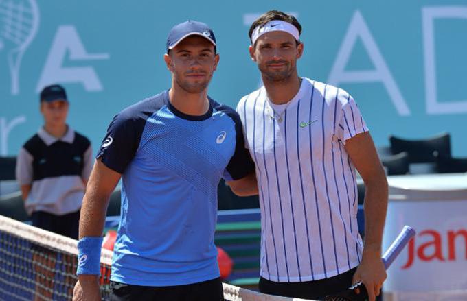 Grigor Dimitrov vàBorna Coric trong trận mở màn chặng hai Adria Tour. Ảnh: AJ.