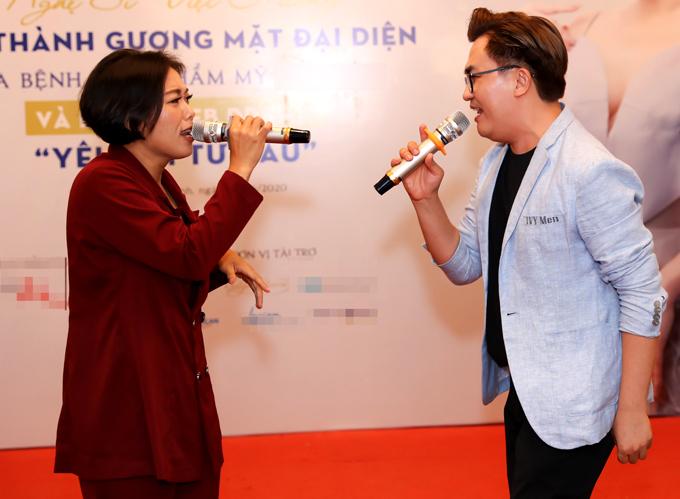 Cô biểu diễn một ca khúc sôi động trong sự kiện của Việt Hương. MC Đại Nghĩa ngẫu hứng hòa giọng cùng Phương Anh Idol.