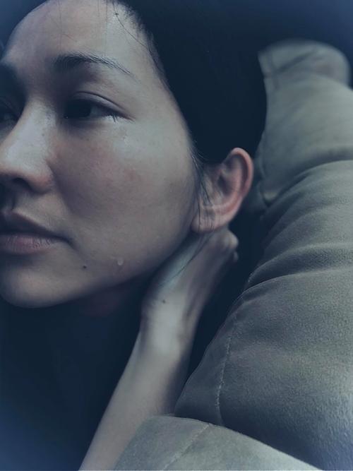 Kim Hiền khóc vì nhớ mẹ.