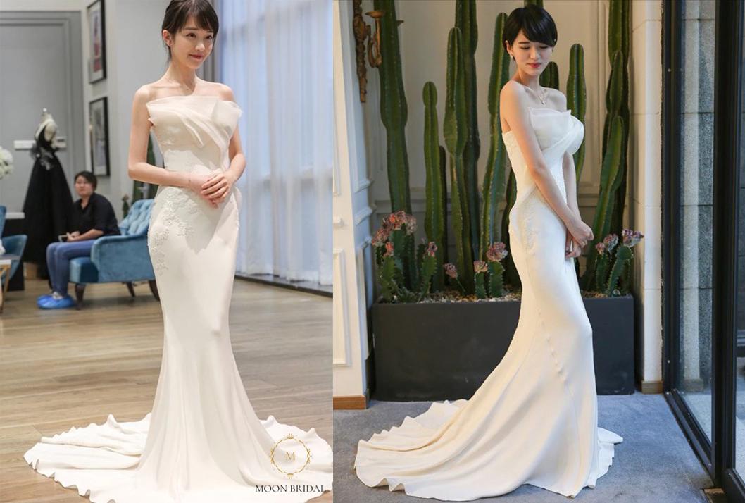 Ngay từ khi xuất hiện tại Moon Bridal - 268 phố Huế, thiết kế váy đuôi cá nàyđã được nhiều tiệm váy cưới học hỏi. Tuy nhiên, ở phiên bản gốc, chiếc váy cóphần cúp xếp ngực cầu kỳcùng hoạ tiết thêu hoa trắng, nổi bật trên nền vải satin Hàn Quốc cao cấp.