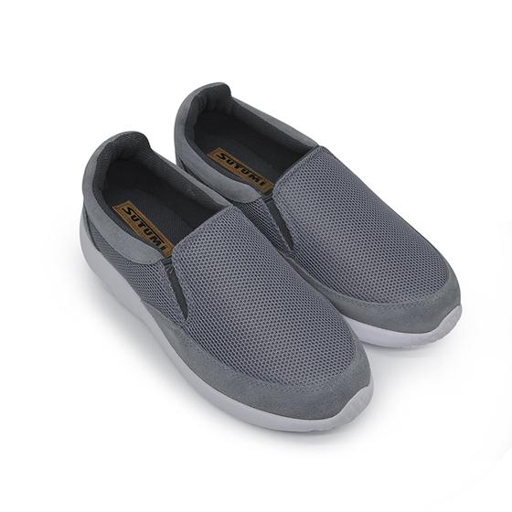 Giày slipon nam nhẹ Sutumi M146-Grey giá 599.000 đồng; kích cỡ 39-45; chất liệu vải lưới, đế phylong nhẹ, có độ bám tốt.