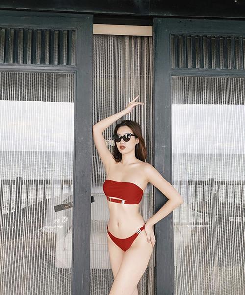 Những mẫu áo tắm đúng trend 2020 được Đỗ Mỹ Linh sử dụng để khoe dáng trong khu nghỉ dưỡng cao cấp.