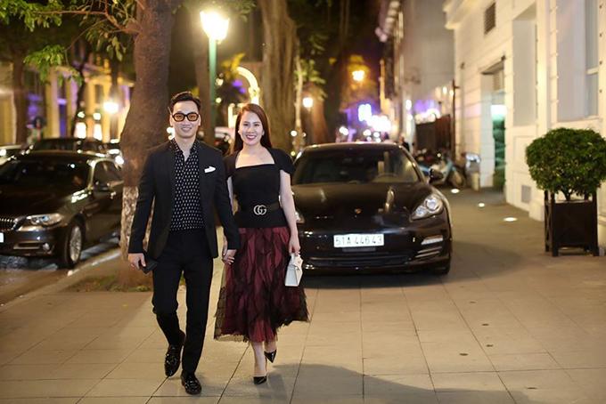 MC Thành Trung và vợ đều là những tín đồ của hàng hiệu. Cả hai sưu tập nhiều món đồ thời trang của các thương hiệu lớn như Hermes, Christian Louboutin, Dior...