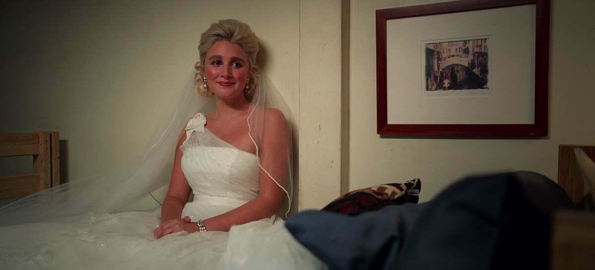 Người hâm mộcủa seri Mỹ đình đám mới nhất The Politiciancó lẽ sẽ nhận ra chiếc váy lệch vainày được First Lady-to-beAlice diện trong phim. Thiết kế của Vera Wang hiệncó sẵn tại Moon Bridal.