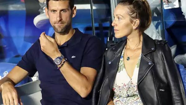 Tay vợt Novak Djokovic và cô vợ Jelena. Ảnh: Times.