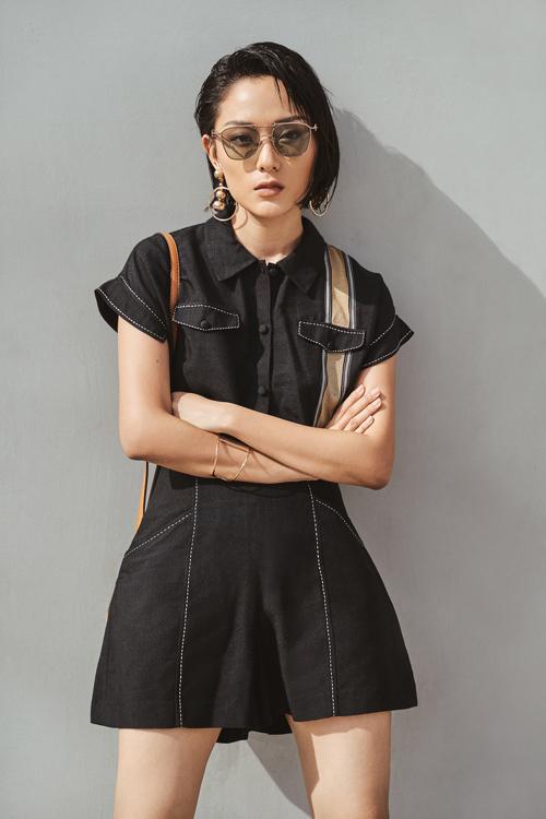 Trong loạt ảnh giới thiệu bộ sưu tập mới, NTK Xuân Lê hợp tác cùng Hồ Thu Anh - gương mặt trưởng thành từ cuộc thi The Face và hiện là fashionista triển vọng của làng thời trang Việt. Cô có gương mặt hiện đại nhưng vẫn đậm chất Á Đông, rất phù hợp tinh thần bộ sưu tập.
