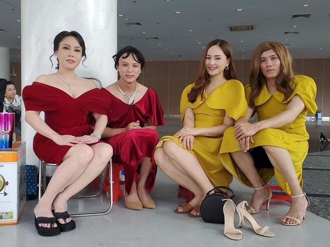 Việt Hương và Lan Phương bên cạnh hai diễn viên đóng thế của họ.