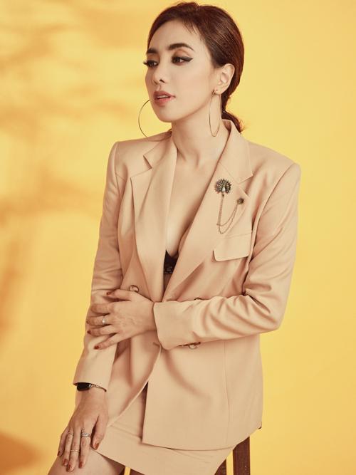 [Caption] Photo: Antonio Dinh  Makeup: Lâm Miu Miu  Fashion: Art Store Luxury Vest