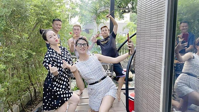 Nhật Kim Anh vui nhộn khi hội ngộ cựu người mẫu Trang Trần và những người bạn.