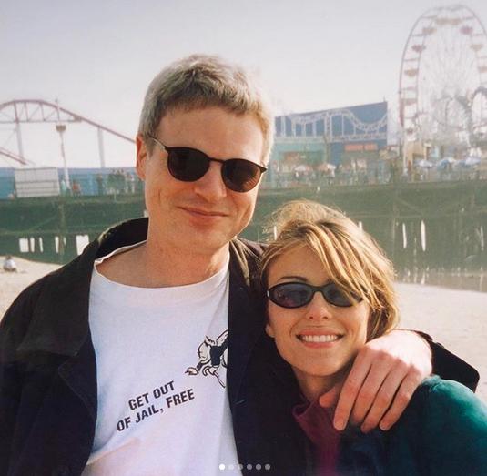 Elizabeth Hurley và Steve Bing năm 2001.