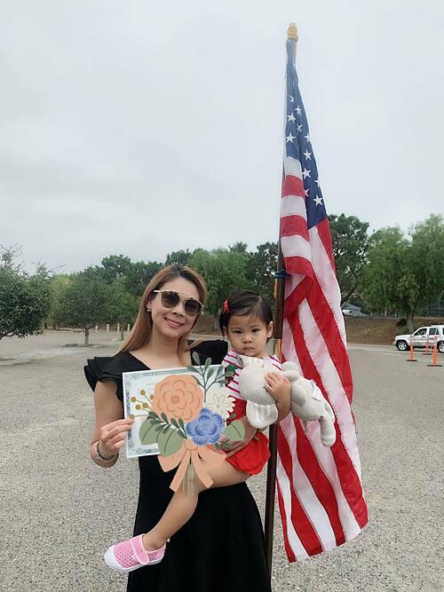 Ca sĩ Thanh Thảo nhận bằng quốc tịch Mỹ sau 4 năm định cư tại xứ sở cờ hoa.