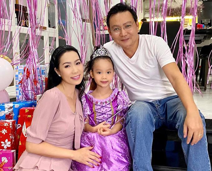 Trịnh Kim Chi tiết lộ bé Ánh Vy rất ngoan, biết giúp đỡ bố mẹ làm việc nhà và luôn vâng lời người lớn.