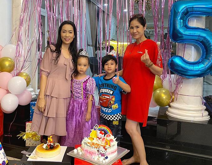 Diễn viên Đào Vân Anh cùng con trai dự buổi tiệc ấm cúng tại biệt thự của vợ chồng Trịnh Kim Chi.
